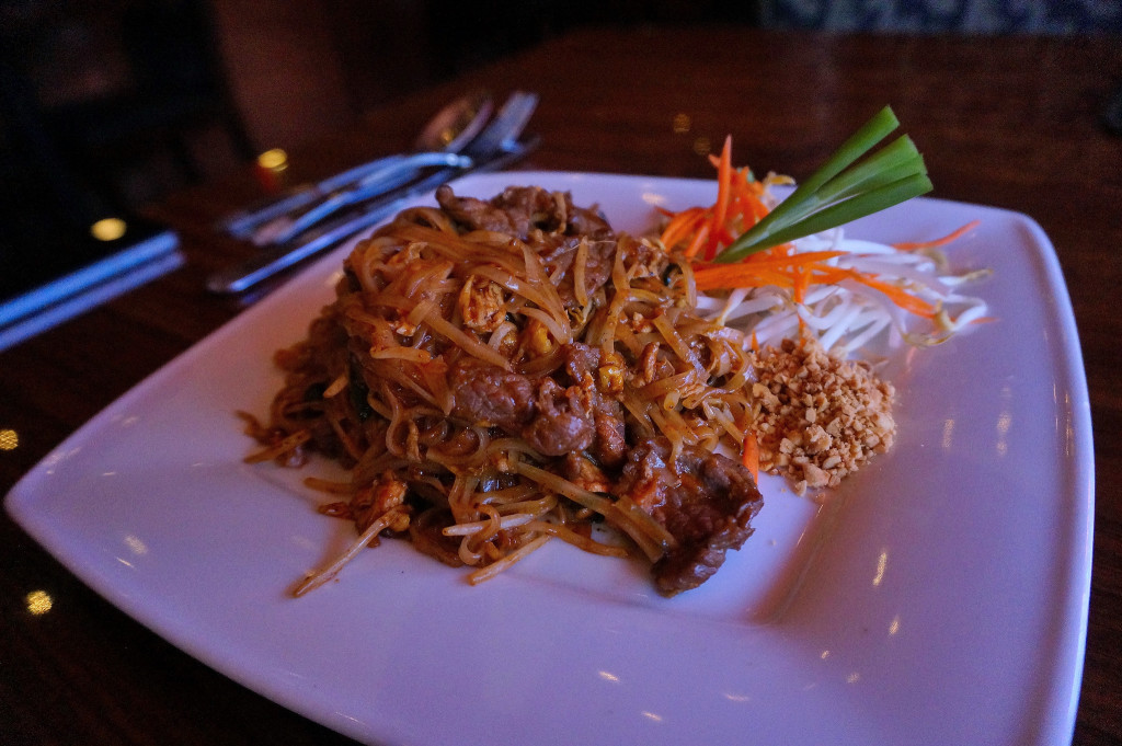 Traditional pad Thai w/ grass fed beef